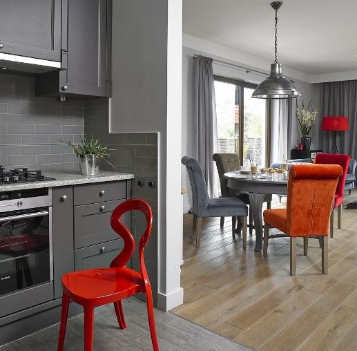 Серые и яркие цвета в доме
