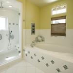 Ремонт ванной недорого возможен: засучите рукава!