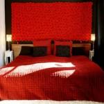 Современная спальня: черный и красный