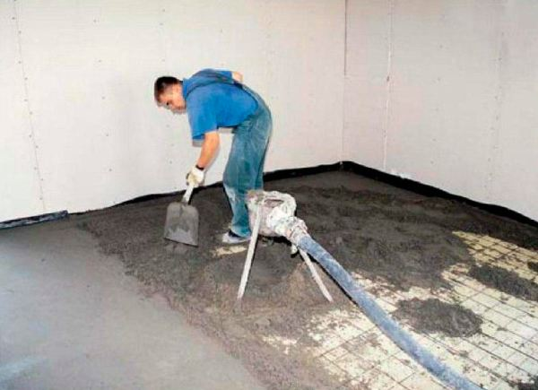 Необходимость армирования стяжки находится в зависимости от ее толщины и величины нагрузки, которой она будет подвержена в процессе использования
