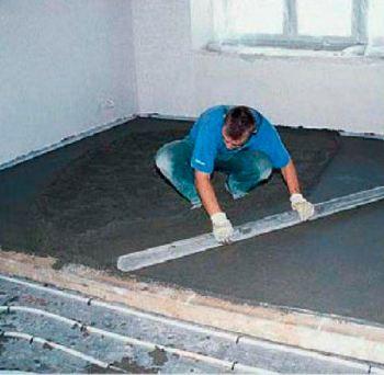 Для полов с подогревом подходят также  полусухие бетонные стяжки