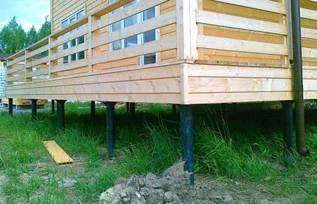 Брусовое строение на свайно-винтовом фундаменте